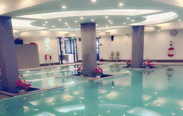 Bể bơi bốn mùa Fafilm