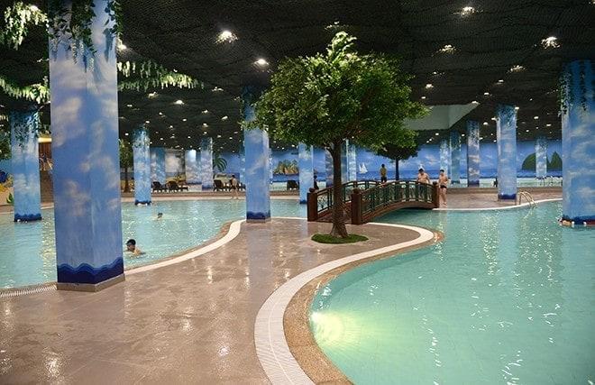 Bể bơi trong nhà Times City
