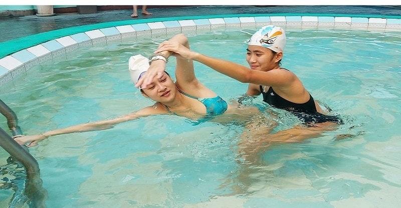 dạy bơi kèm riêng