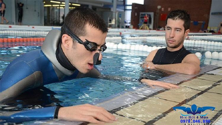 Cách nín thở lâu dưới nước