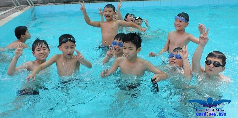Lớp học bơi cho người mới bắt đầu