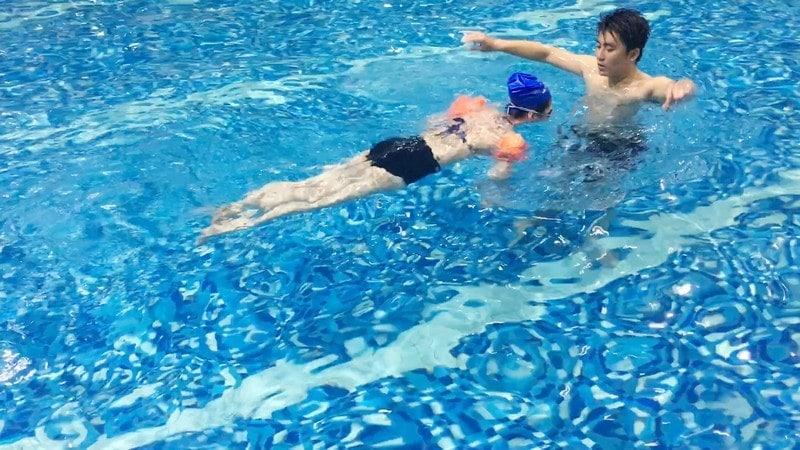 Lớp học bơi giá rẻ Hà Nội