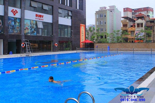 Học bơi tại bể bơi Long Khánh